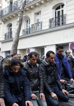 Pháp dự định ngăn chặn cầu nguyện Hồi giáo trên đường phố