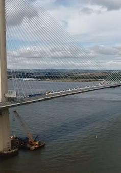 Cây cầu dây văng dài nhất thế giới ở Scotland