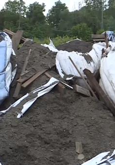 Liên tục phát hiện các vụ đổ trộm chất thải công nghiệp