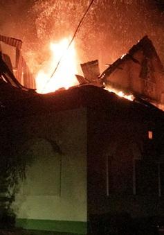 Hà Tĩnh: Cháy lớn quán karaoke Đồi Sim trong đêm