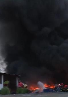 Đám cháy bùng phát dữ dội tại kho phế liệu ở Vũng Tàu