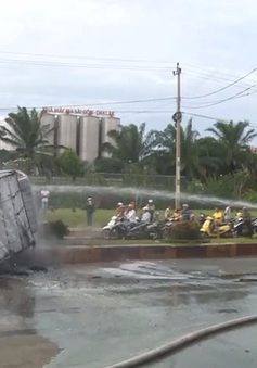 Đắk Lắk: Ba ô tô va chạm trên Quốc lộ 14, một xe bị lửa thiêu rụi
