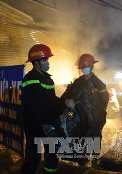 Cháy lớn ở xưởng sửa chữa điều hòa tại ngã ba Tam Trinh - Pháp Vân (Hà Nội)