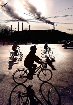 Bảo vệ môi trường, Bắc Kinh đóng cửa hàng nghìn nhà máy
