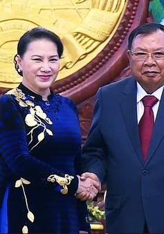 Chủ tịch Quốc hội Nguyễn Thị Kim Ngân chào xã giao Tổng Bí thư Lào