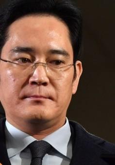 Cổ phiếu Samsung lao dốc sau khi người thừa kế tập đoàn bị bắt giữ