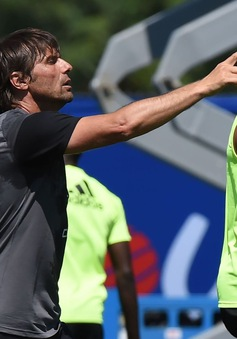 Sốc: Conte nhắn tin đuổi Costa