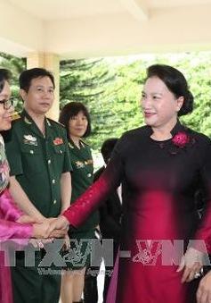 Chủ tịch Quốc hội gặp cộng đồng người Việt tại Singapore