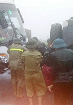 Hà Tĩnh: Cứu hộ xe ô tô cùng 50 hành khách thoát hiểm trong gang tấc