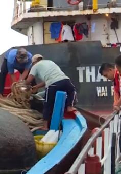 Cứu 6 thuyền viên gặp nạn trên vùng biển Trường Sa