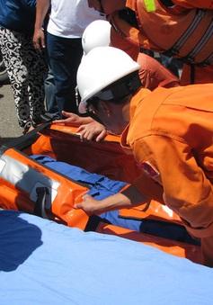 Cảnh sát biển huấn luyện kỹ năng cứu nạn trên biển cho ngư dân
