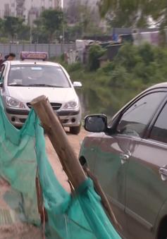 Dự án hoàn thành mà đường chưa xong: Dân vất vả đi vào đường tạm
