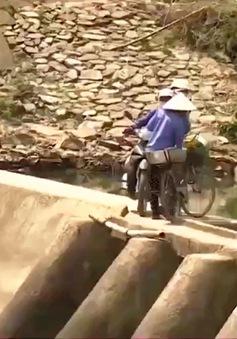 Nguy hiểm rình rập khi lưu thông qua đập tràn thủy lợi ở Bình Định