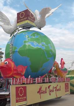 """""""Cùng xây dựng một hành tinh xanh"""" - Thông điệp từ chiếc đèn Trung Thu của Tập đoàn Hoa Sen tại Lễ hội Thành Tuyên 2017"""