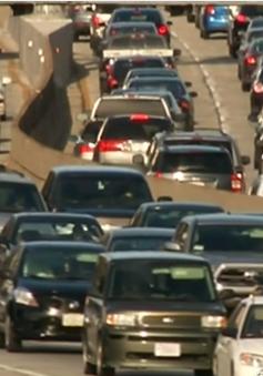 Mỹ: Phí bảo hiểm ô tô tăng mạnh do... tài xế mải nhắn tin