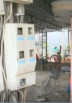 """Đường dây điện """"tử thần"""" giữa khu dân cư tại Ninh Thuận"""