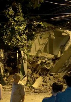 Nhà 3 tầng đổ sập trong đêm