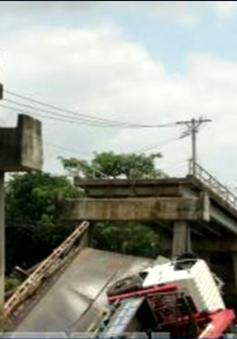 Xe quá tải làm sập cầu ở Đồng Tháp