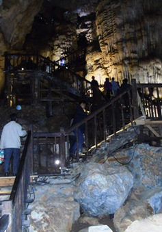 Lượng khách tham quan hang động Quảng Bình tăng cao