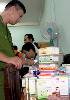 Trà Vinh: Phạt cơ sở sản xuất thuốc thú y trái phép hơn 12 triệu đồng