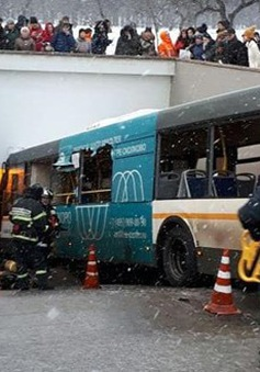 Nga loại trừ khả năng khủng bố trong vụ xe bus lao vào người đi bộ
