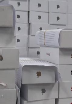 Thu giữ lô iPhone lậu qua chuyển phát nhanh tại TP.HCM