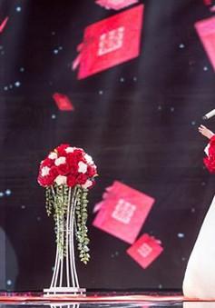 """Cặp đôi hoàn hảo: Đức Phúc đầy lãng tử, làm đám cưới với """"thánh nữ"""" Bolero"""