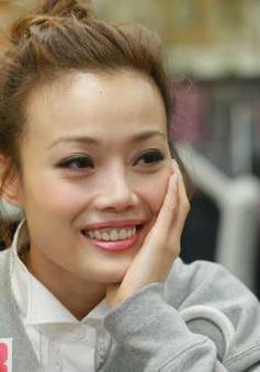 Không muốn giống Tạ Đình Phong - Vương Phi, Dung Tổ Nhi hứa không hôn nơi công cộng