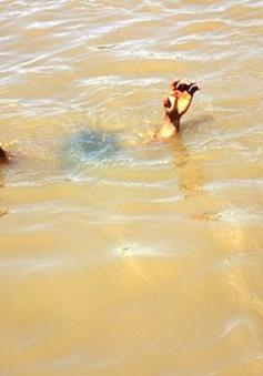 Hai trẻ bị đuối nước vì rơi xuống hố công trình