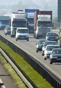Chính phủ Anh cân nhắc thu phí cầu đường của xe chở hàng nước ngoài