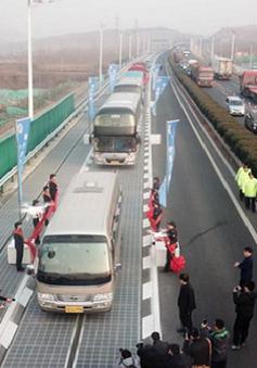 Trung Quốc thử nghiệm đường cao tốc năng lượng mặt trời đầu tiên