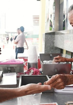 Người già nghèo đói - Góc khuất của một Singapore phát triển