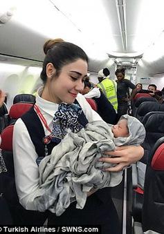 Du khách sinh con trên máy bay ở độ cao 13.000m