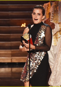 Emma Watson đẹp rạng ngời trên sân khấu MTV Movie & TV Awards 2017