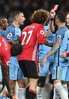 """CĐV Man Utd đòi tống khứ Fellaini sau cú """"thiết đầu công"""""""