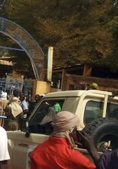 Mali: Đánh bom xe vào doanh trại quân đội, hàng trăm người thương vong