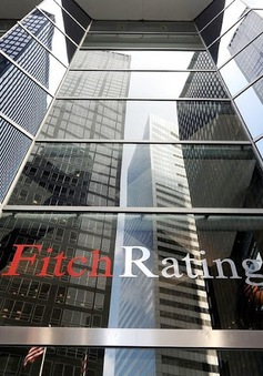 Mỹ đứng trước nguy cơ bị Fitch hạ bậc tín nhiệm