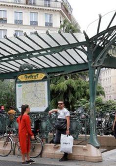 Tấn công bằng dao tại Paris, Pháp