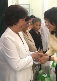 Khám bệnh, tặng quà cho 200 gia đình chính sách tại TP.HCM