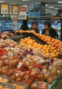"""Người tiêu dùng Hàn Quốc """"chóng mặt"""" vì hàng hóa tăng giá trước Tết"""