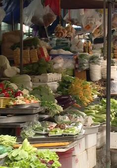 Giá rau xanh ở Hà Nội tăng gấp đôi do mưa lũ