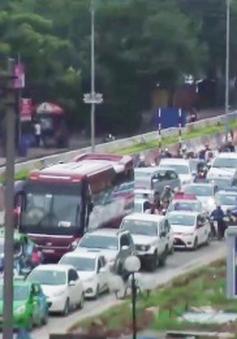Ùn tắc nghiêm trọng tại nút giao thông An Dương, Hà Nội