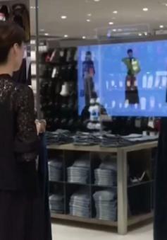 Gương thông minh hỗ trợ khách hàng mua sắm
