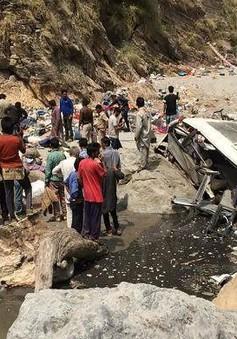 Ấn Độ: Xe bus lao xuống sông, ít nhất 43 người tử nạn
