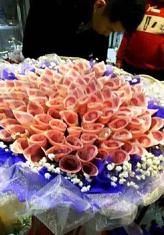 Tặng bó hoa tiền mặt cho bạn gái