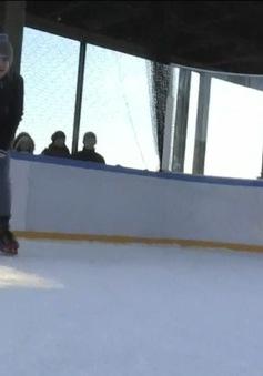 Thú vị chơi Hockey trên băng tại Tháp Eiffel