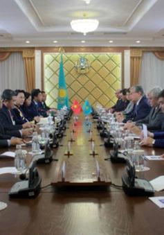 Chủ tịch Quốc hội hội kiến Chủ tịch Thượng viện Cộng hòa Kazakhstan