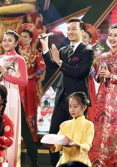 Hồ Quỳnh Hương và dàn sao trẻ hội tụ đón Tết trong Gala Tết Việt 2017