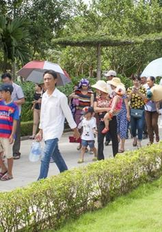 Hàng vạn du khách hành hương về quê Bác trong dịp nghỉ lễ 30/4