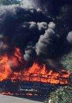 Lâm Đồng: Xe khách cháy chìm trong lửa, hành khách hoảng loạn